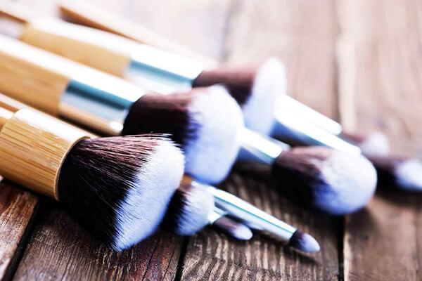 makyaj fırçasi temizligi